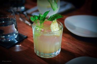 Gin Bock (Hendricks, limón amarillo, Ginger Ale, Albahaca)